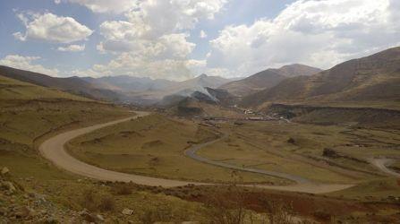 Humo desde las afueras de Challhuahuacho. Foto: Juan Huayhua, reportero de RTV
